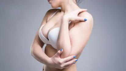 Разница между лифтингом и увеличением груди