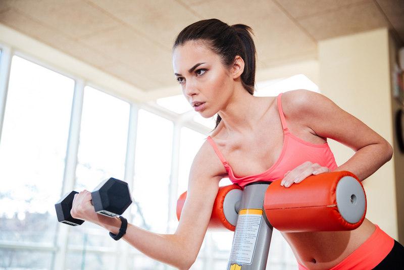 Благодаря физическим нагрузкам можно уменьшить размер груди