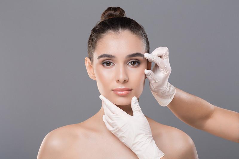 проведение контурной пластики лица инъекциями филлера